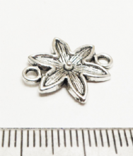Flower connector / links x 10. 18mm x 16mm